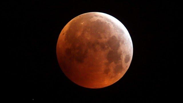 Eclipse de Luna de fresa. / (AP)