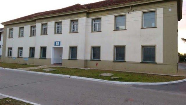 El llamado Laboratorio Farmacéutico Conjunto de las Fuerzas Armadas. Esta es su planta en El Palomar, que se levanta dentro de la Brigada Aérea.